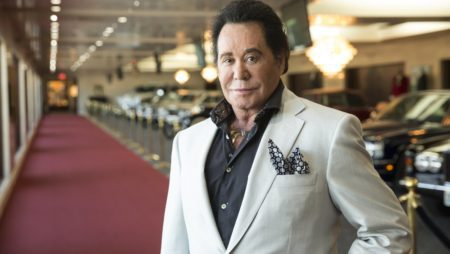 Wayne Newton Comes Back to Flamingo Casino After 58-Year Disappearance